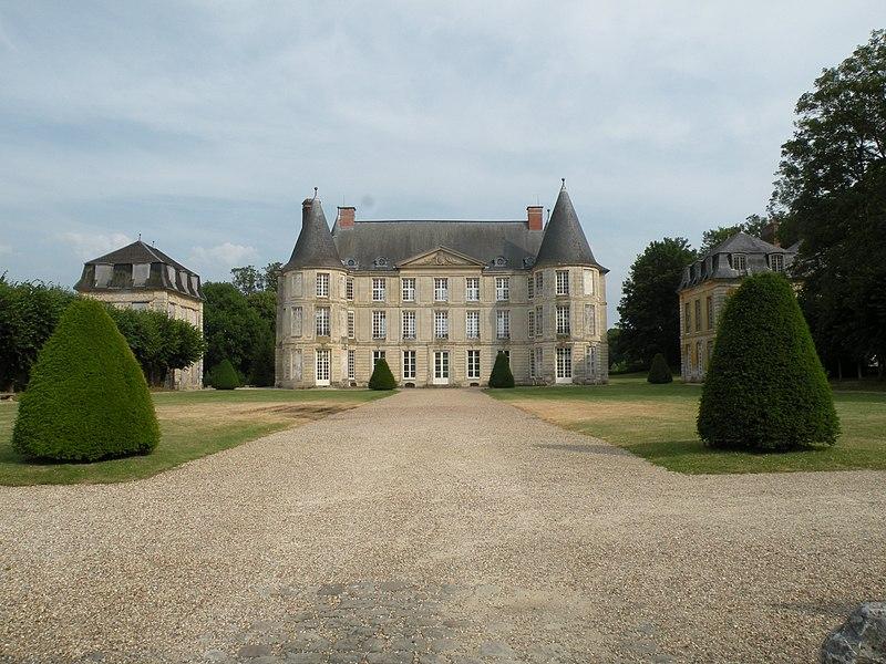 Photo du Monument Historique Château situé à Hénonville