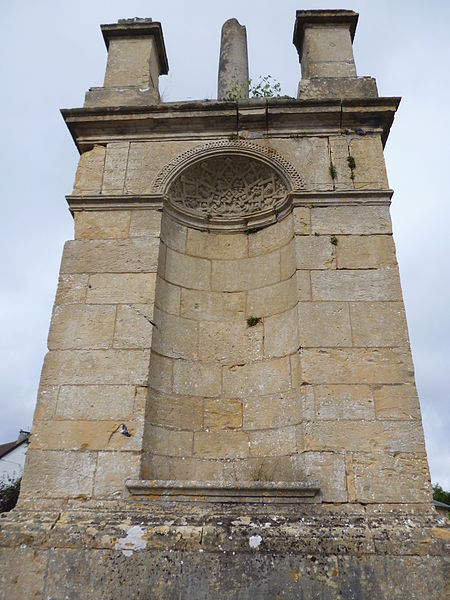 Photo du Monument Historique Croix de chemin situé à Maignelay-Montigny