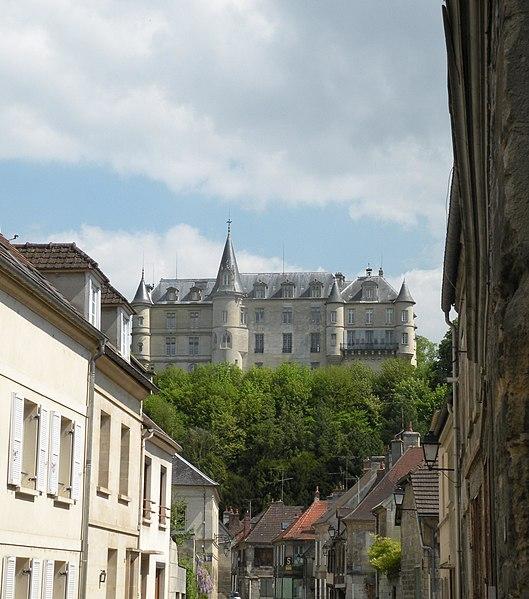 Photo du Monument Historique Châteaux situé à Mello