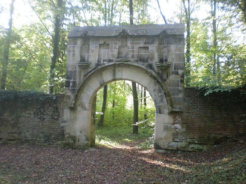Photo du Monument Historique Ancien couvent des Cordeliers de Notre-Dame-de-la-Garde situé à La Neuville-en-Hez