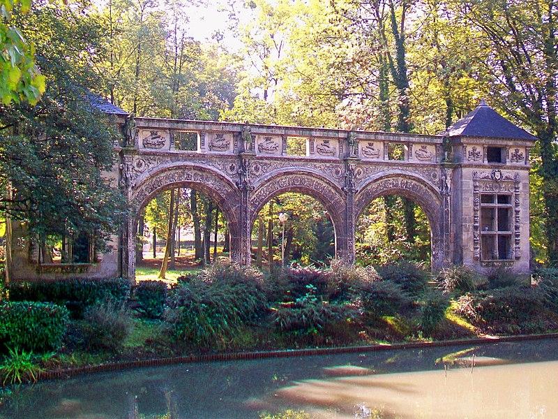 Photo du Monument Historique Restes du château de Sarcus situé à Nogent-sur-Oise