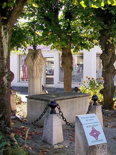 Photo du Monument Historique Croix des Vierges situé à Nogent-sur-Oise