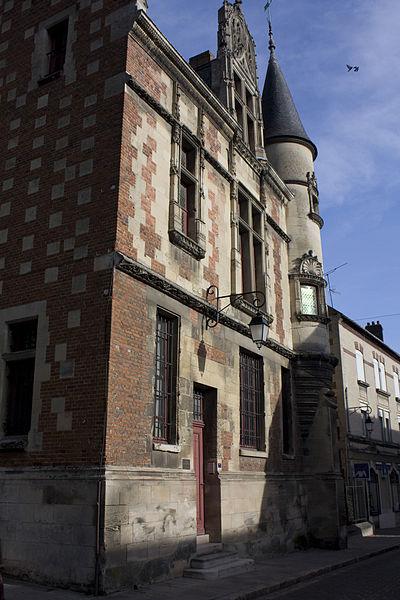 Photo du Monument Historique Ancien évêché situé à Noyon