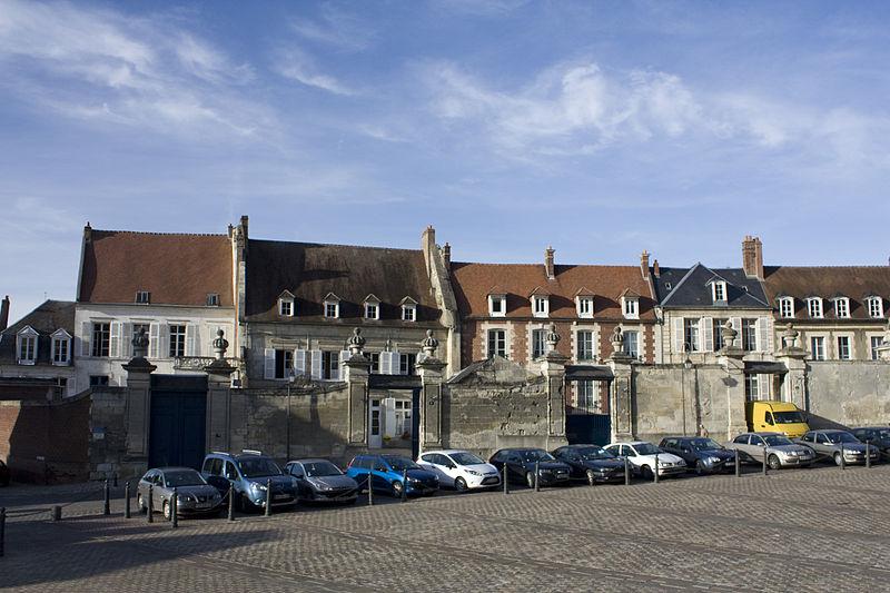 Photo du Monument Historique Maisons canoniales situé à Noyon