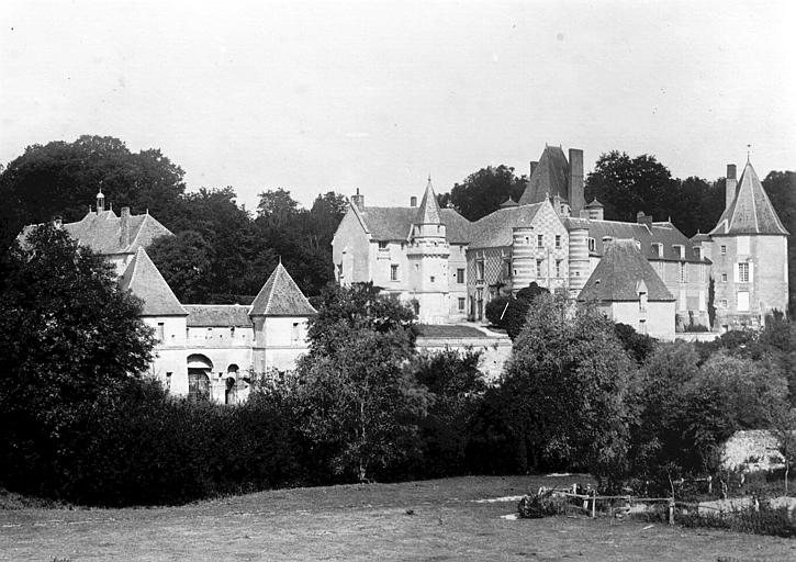 Photo du Monument Historique Château d'Alincourt situé à Parnes