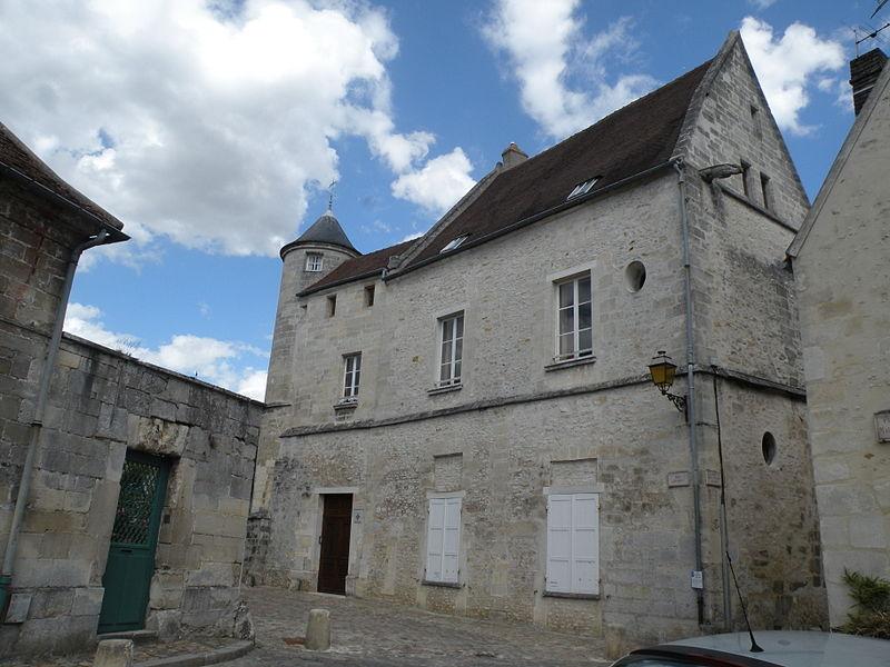 Photo du Monument Historique Ancienne chantrerie Saint-Rieul situé à Senlis