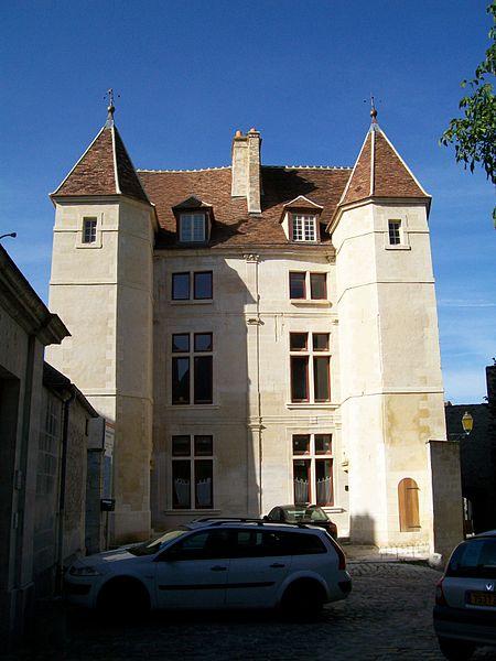 Photo du Monument Historique Hôtel de la Chancellerie situé à Senlis