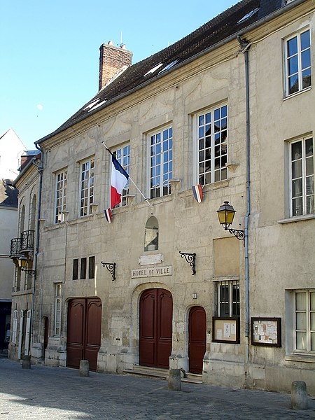 Photo du Monument Historique Hôtel de ville situé à Senlis