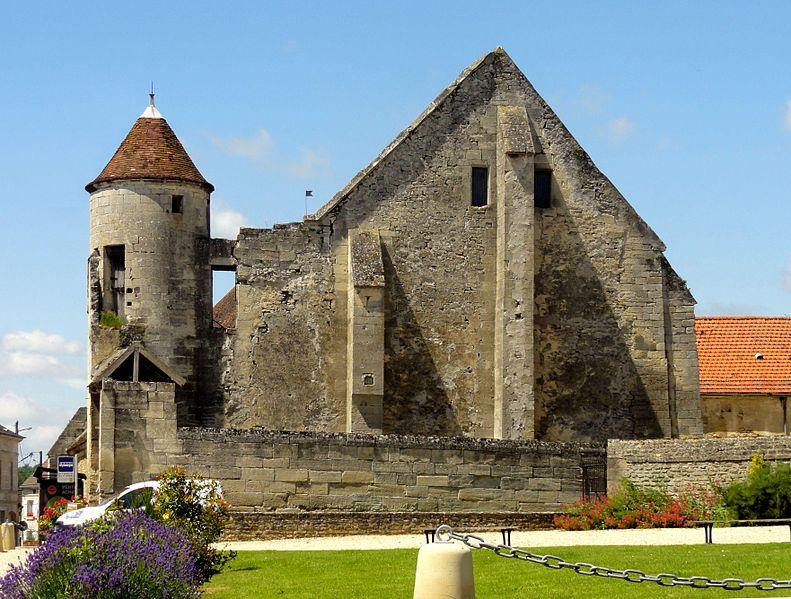 Photo du Monument Historique Anciens bâtiments de la Grange aux dîmes situé à Ully-Saint-Georges