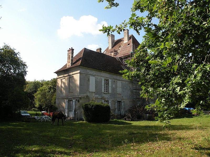Photo du Monument Historique Poste forestier de Saint-Pierre-en-Chastres situé à Vieux-Moulin