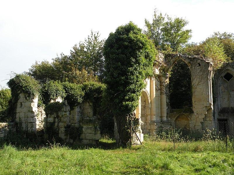 Photo du Monument Historique Ruines du prieuré de Saint-Pierre-en-Chastres dans la forêt de Compiègne situé à Vieux-Moulin