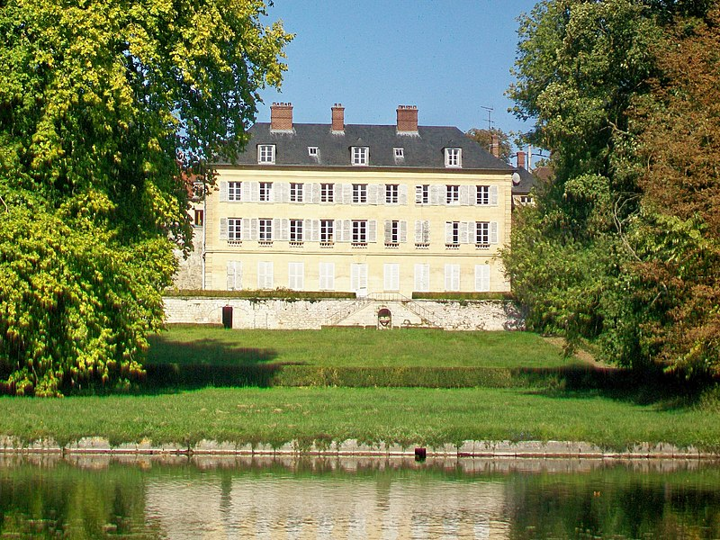 Photo du Monument Historique Maison Saint-Pierre situé à Vineuil-Saint-Firmin