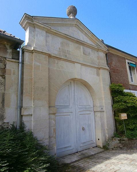 Photo du Monument Historique Ancienne ferme du marquisat de Nointel situé à Nointel