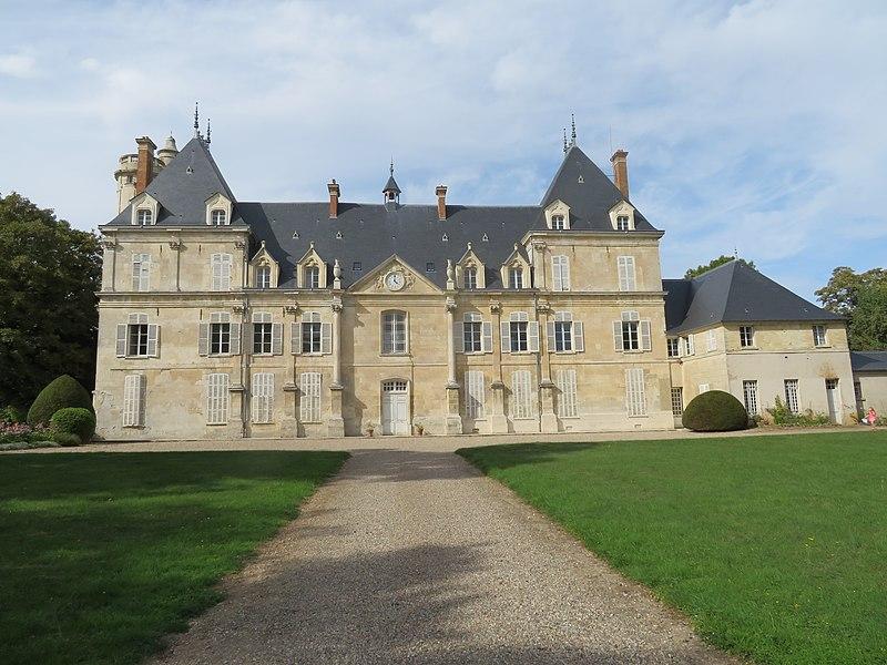 Photo du Monument Historique Château de Tartigny situé à Tartigny