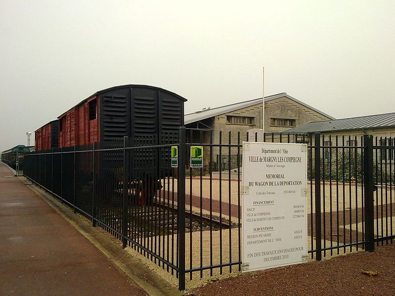 Photo du Monument Historique Quai des Déportés, en gare de Compiègne situé à Margny-lès-Compiègne