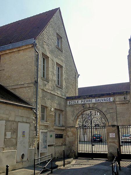 Photo du Monument Historique Ancien couvent des Minimes, devenu Ecole des Frères des Ecoles chrétiennes, actuelle Ecole Pierre Sauvage situé à Compiègne