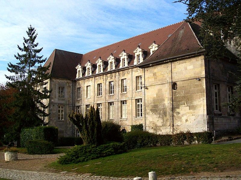 Photo du Monument Historique Ancien couvent de la Présentation situé à Senlis