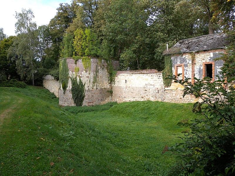 Photo du Monument Historique Château et son enceinte situé à Maignelay-Montigny