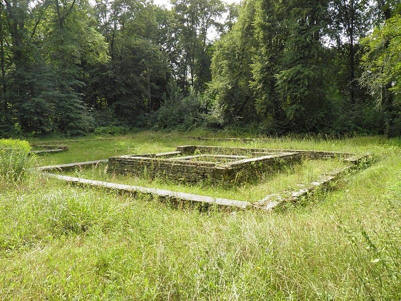 Photo du Monument Historique Temple gallo-romain de la forêt d'Halatte situé à Ognon