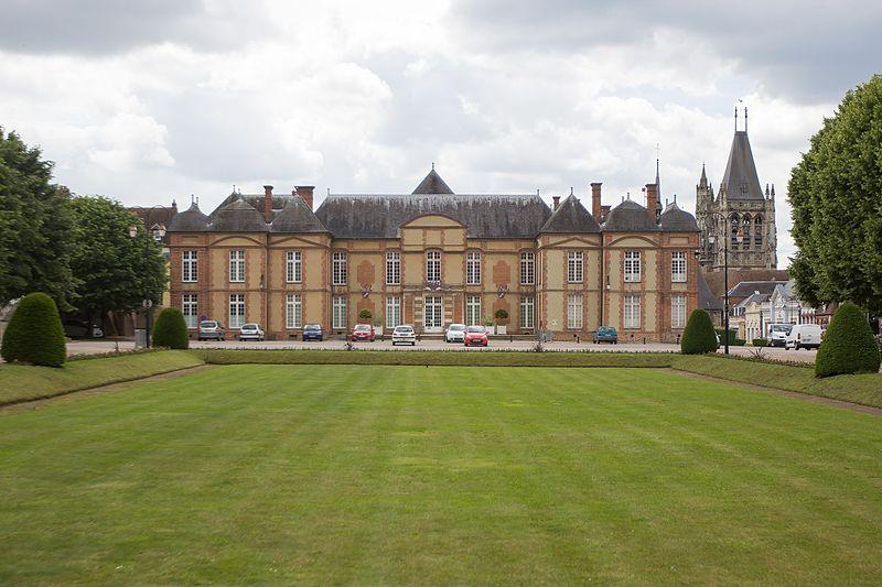 Photo du Monument Historique Château et ses communs situé à L'Aigle