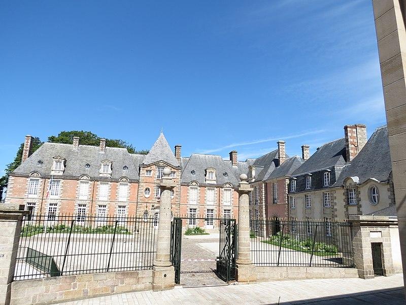 Photo du Monument Historique Hôtel de la préfecture (ancien Hôtel de Guise) situé à Alençon