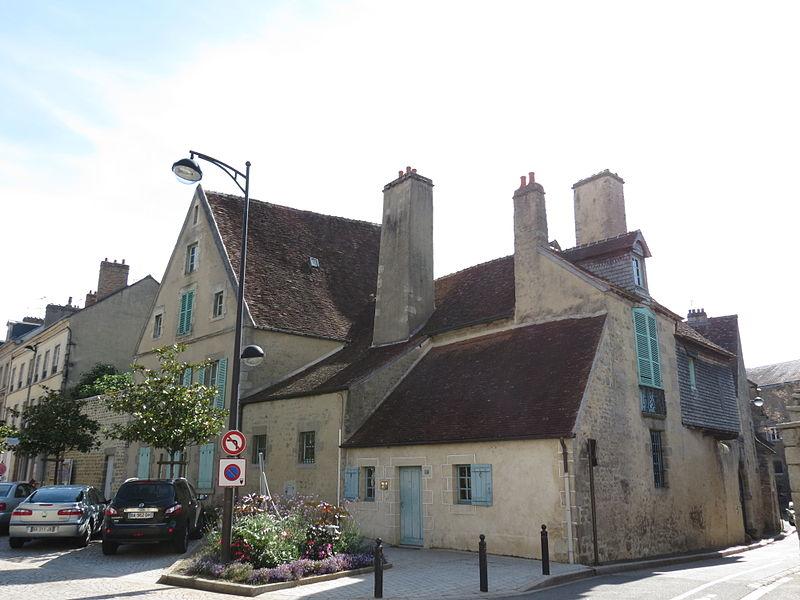 Photo du Monument Historique Logis Saint-Léonard situé à Alençon