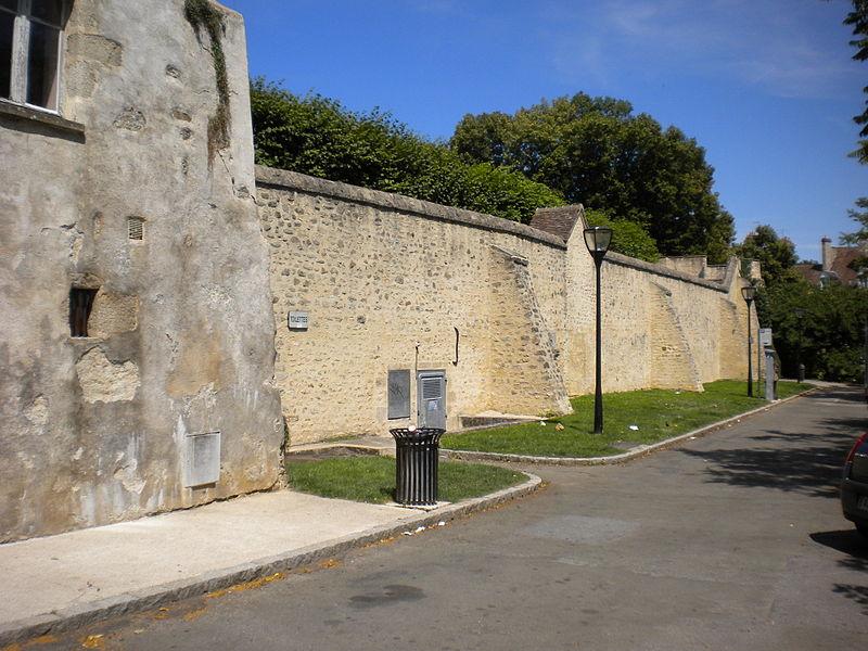 Photo du Monument Historique Vestiges des remparts situé à Alençon