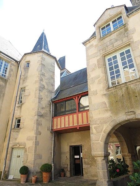 Photo du Monument Historique Tribunal de commerce situé à Alençon