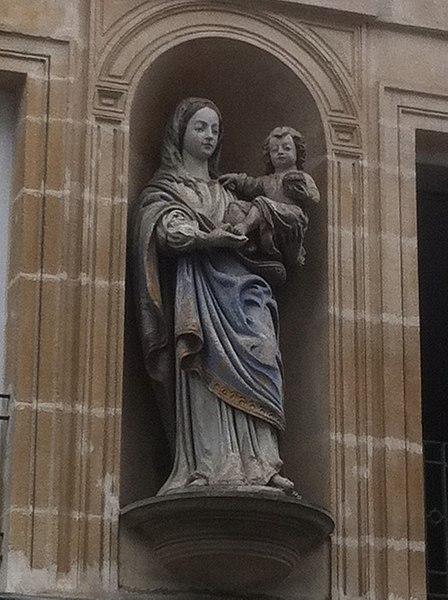 Photo du Monument Historique Statue de la Vierge situé à Argentan