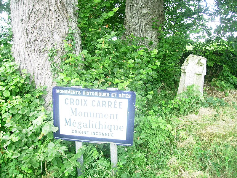 Photo du Monument Historique Croix de pierre situé à La Carneille