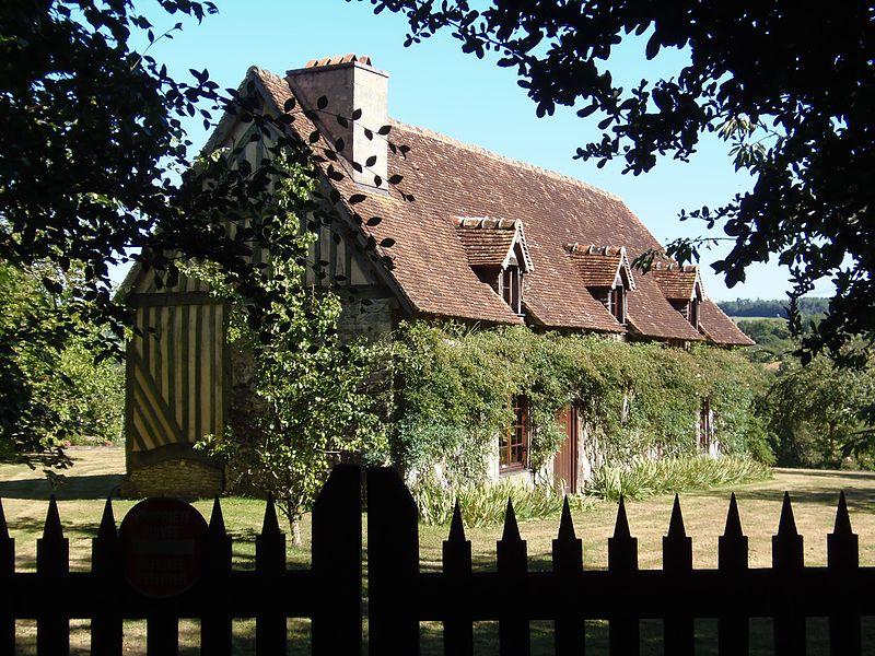 Photo du Monument Historique Maison natale de Charlotte Corday, dite Ferme du Ronceray ou des Lignerits situé à Champeaux (Les)