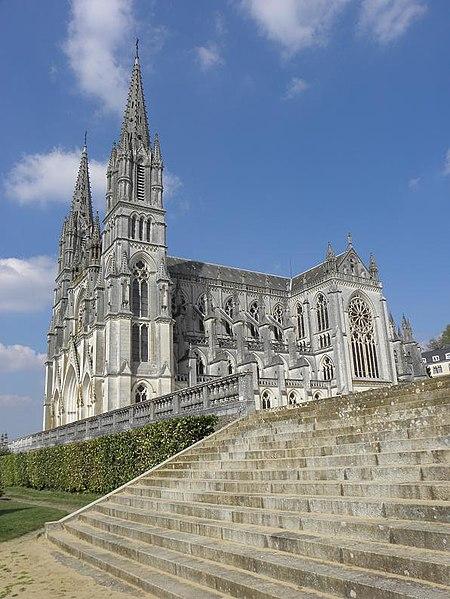 Photo du Monument Historique Basilique Notre-Dame situé à Chapelle-Montligeon (La)