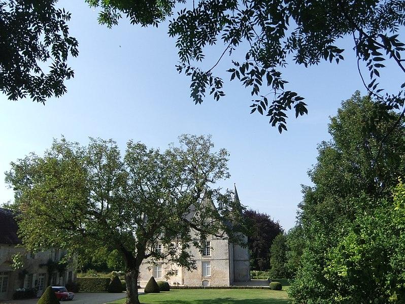Photo du Monument Historique Manoir situé à Commeaux