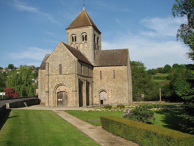 Photo du Monument Historique Eglise Notre-Dame-sur-l'Eau ou Notre-Dame-sous-l'Eau situé à Domfront