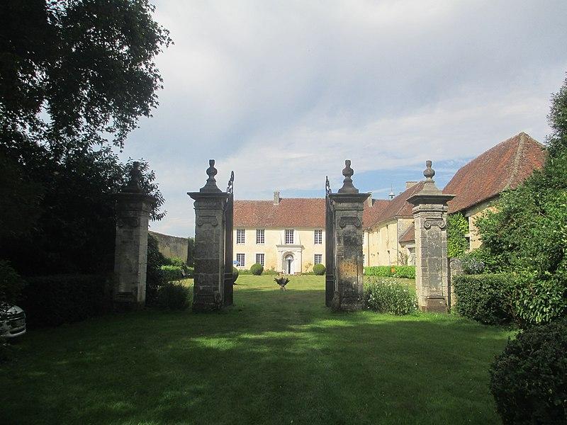 Photo du Monument Historique Ancien prieuré de Chènegallon situé à Eperrais