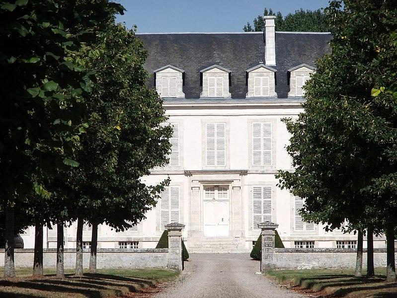 Photo du Monument Historique Château situé à Fontaine-les-Bassets