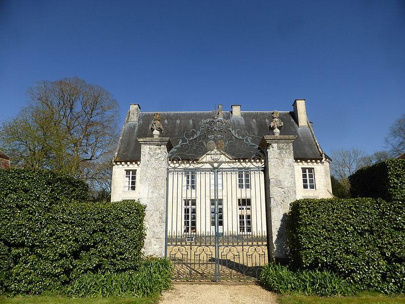 Photo du Monument Historique Château situé à Maison-Maugis