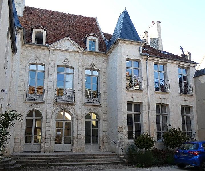 Photo du Monument Historique Hôtel de Fontenay situé à Mortagne-au-Perche