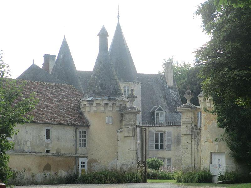 Photo du Monument Historique Château de la Pellonière situé à Le Pin-la-Garenne