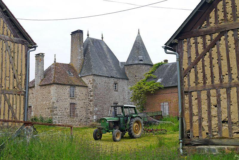 Photo du Monument Historique Manoir de Loraille situé à Saint-Roch-sur-Egrenne