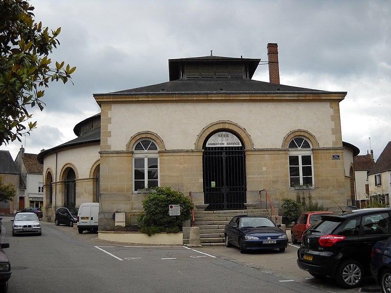 Photo du Monument Historique Halle aux grains situé à Sées