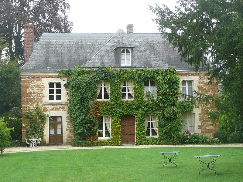 Photo du Monument Historique Ancien prieuré Saint-Michel situé à Crouttes
