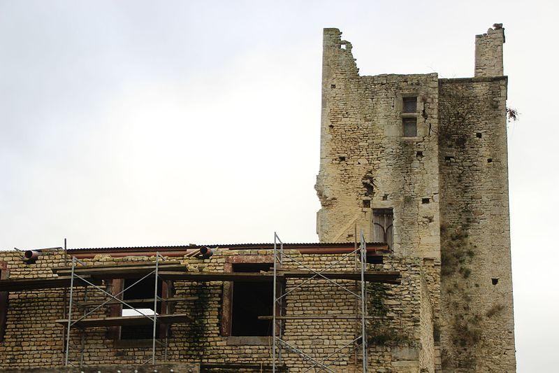 Photo du Monument Historique Château situé à Bazoches-au-Houlme