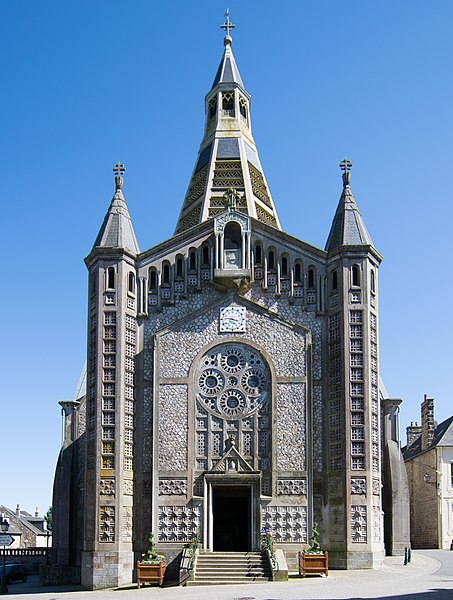 Photo du Monument Historique Eglise Saint-Julien situé à Domfront