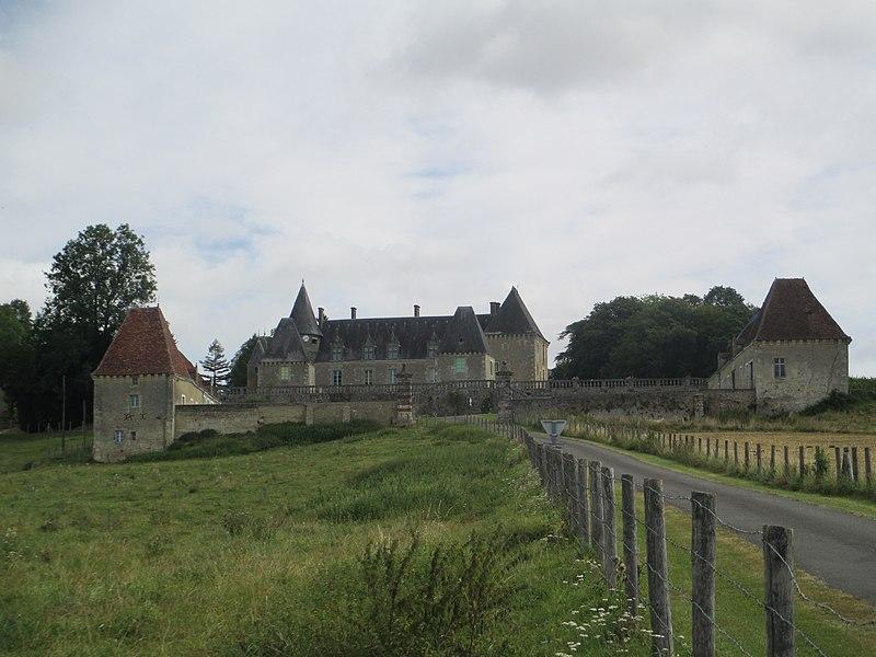 Photo du Monument Historique Château des Feugerets situé à Appenai-sous-Bellême