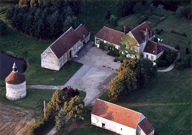 Photo du Monument Historique Manoir des Touches situé à Dorceau