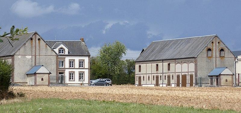 Photo du Monument Historique Ferme de la Cornillère situé à Crulai