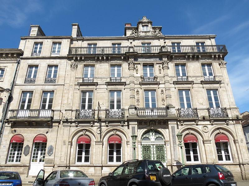"""Photo du Monument Historique Hôtel """" du Grand Cerf """" situé à Alençon"""