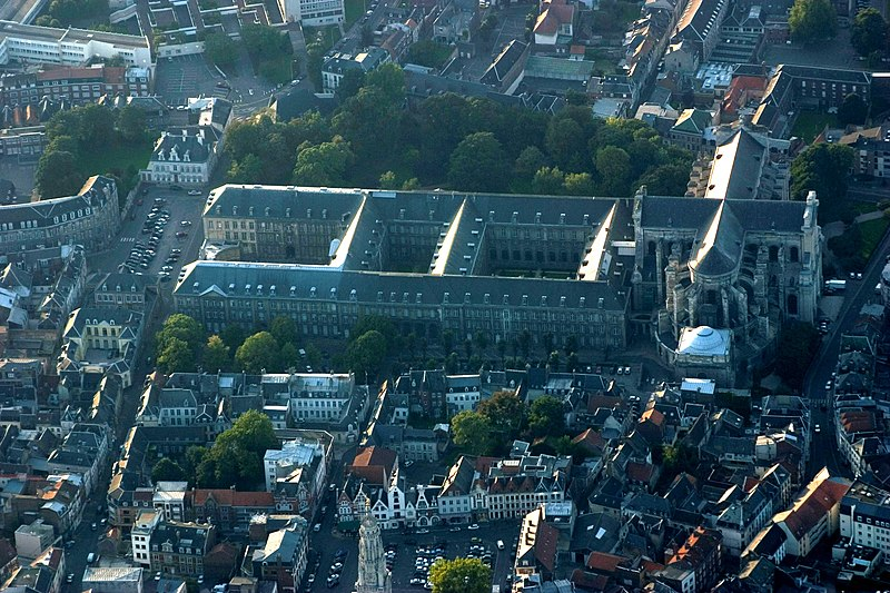 Photo du Monument Historique Ancienne abbaye de Saint-Waast situé à Arras