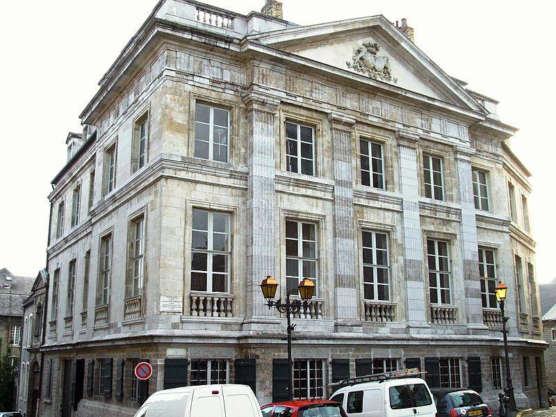 Photo du Monument Historique Hôtel Desandrouins, dit aussi Palais Impérial situé à Boulogne-sur-Mer